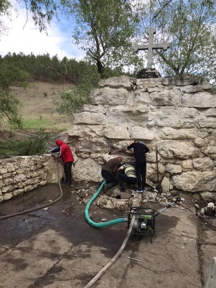 Etapele de restabilire a izvorului din s. Făurești